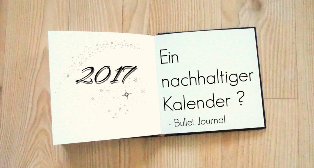 """Um meine guten Vorsätze für das neue Jahr umzusetzen brauche ich einen Plan. Und wo mache ich Pläne? In meinem Kalender. Dieser war bisher auch immer mein Notizbuch. Ich hatte einen wunderbaren im vergangenen Jahr*. Er war in Leder gebunden (keine Ahnung ob es echt war…) mit übersichtlichen Wochenansichten und wenn man ihn von Hinten benutzte waren es leere Seiten für Notizen. Perfekt für mich. Ständig muss ich irgendetwas hin kritzeln, Listen machen oder Ideen aufschreiben. Täglich brauche ich kaum einen Kalender. Nur eine Übersicht. Aber gibt es denn nun einen nachhaltigen Kalender? Erstmal Suchen Schnell wird im Netz nachgeschaut. Auf Anhieb habe ich keinen gefunden. Was habe ich denn auch gesucht? Im Prinzip einen aus recyceltem Papier, fair produziert, vegan und hübsch. Das macht es schon recht schwer. Was ich finde sind einige neue Kalender. In Deutschland produziert und mit Coaching Sektionen. Klingt ganz spannend und sieht schön aus. Da wären Ein Guter Plan, Hallo Klarheit, der Kalender von Ella the Bee (wohl im Moment nur als PDF) und The new you. Wobei mir der Notizbuchcharakter fehlt. Da stoße ich plötzlich auf etwas. Bullet Journaling. Zu Deutsch: Aufzählungszeichen (Kästchen) Tagebuch. Lässt sich schwer übersetzen. Im Prinzip hat sich da ein Mensch (Ryder Carroll) ein System überlegt, wie man ein normales Notizbuch auch als Kalender benutzen kann. Und das hat er mit der ganzen Welt geteilt. Klingt erstmal gar nicht so besonders, aber ist es eben doch. Daraus ist eine unglaubliche Bewegung geworden. Gib nur mal bei YouTube Bullet Journaling ein und es kommen Unmengen an Anleitungen und Ideen wie man das Notizbuch als Kalender noch führen kann oder für was man es ebenso nutzen kann. Mir gefällt besonders Jasminar und Boho Berry. Da werden Listen erstellt zu Filmen oder Büchern die man unbedingt mal gesehen haben muss (habe ich irgendwo auf meinem Handy), Geburtstagskalender (Facebook), alles Mögliche wird """"getrackt"""", das heißt ich mache ein Kästchen ob ic"""